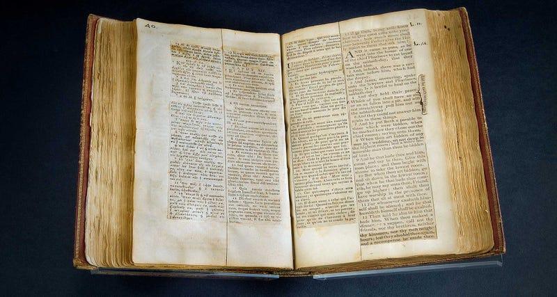 Illustration for article titled Cómo un presidente de Estados Unidos creó su propia Biblia eliminando todos los milagros y elementos sobrenaturales