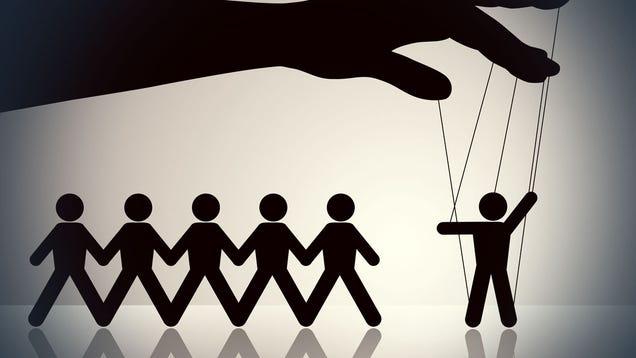 manipolazione social