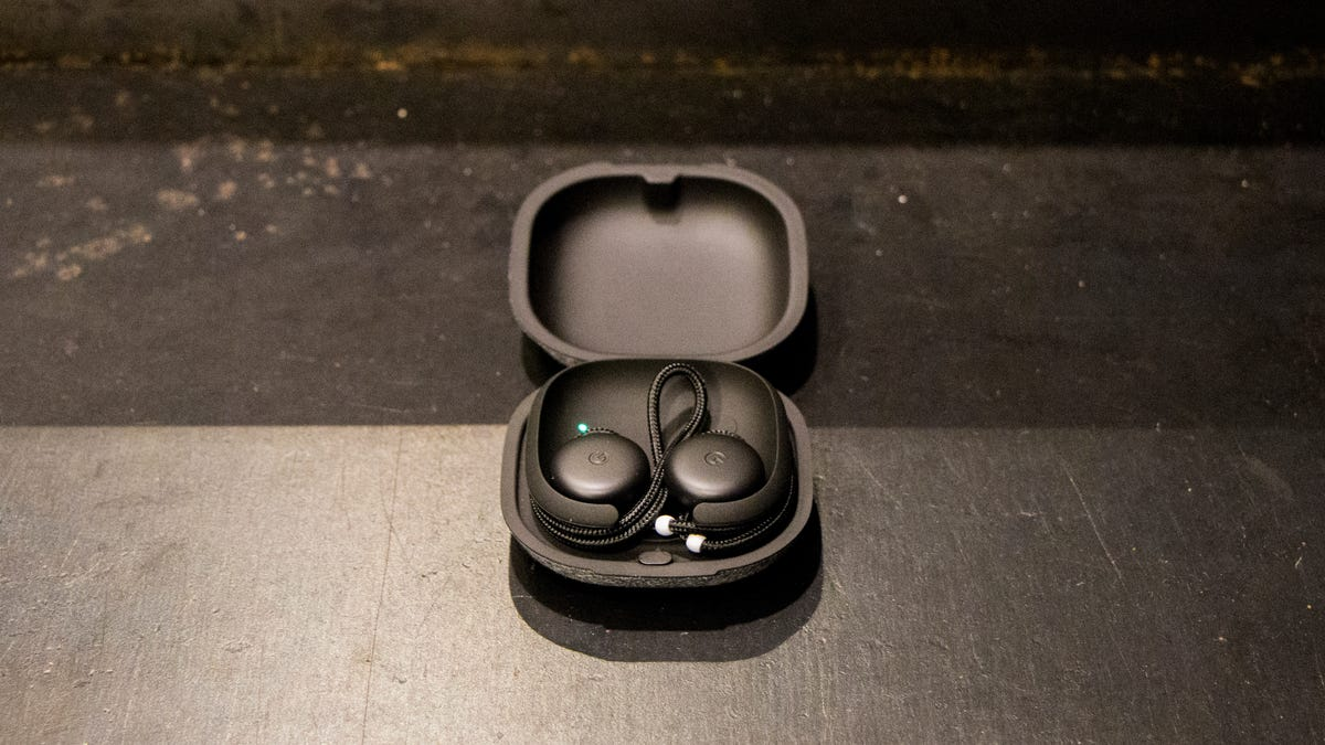 Google's Pixel Buds Aren't Even Close to Being Good