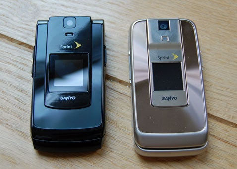 sprint unveils sanyo katana ii and katana dlx that s deluxe son rh gizmodo com Sprint Flip Phones Sprint Sanyo