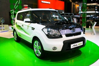 Illustration for article titled Kia Soul Hybrid Rejects Parisian Subtelty During Live Show Reveal
