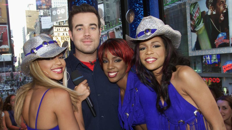 Carson Daly with Destiny's Child in 2001, upon the release of Survivor. Photo via Getty Images.