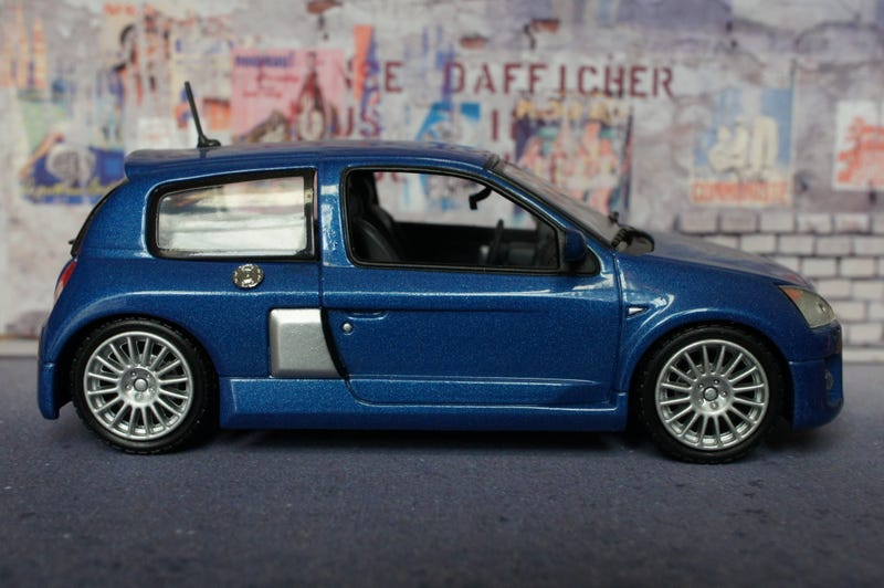 Illustration for article titled French Friday: Clio V6 part deux