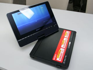 Illustration for article titled Sony DVP-FX850 Portable DVD Player: It's Shiny, It Swivels, It Supports USB Media