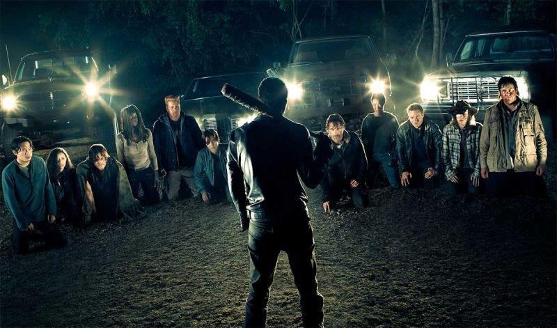 Illustration for article titled Valió la pena esperar meses por el brutal regreso de The Walking Dead