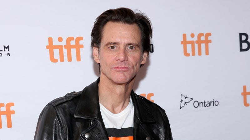 Jim Carrey freaks out the squares on the red carpet