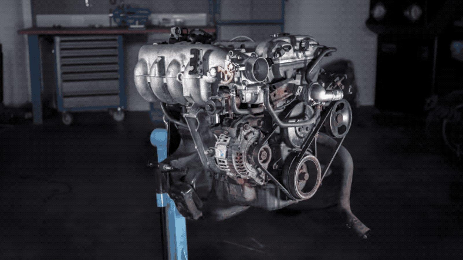 Este timelapse sobre cómo se desmonta un motor de automóvil enseña más mecánica que muchos manuales
