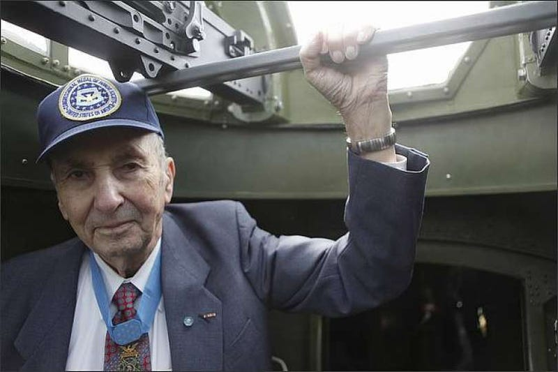 Illustration for article titled Wilburn K. Ross, recipient of Congressional Medal of Honor, dies at 94