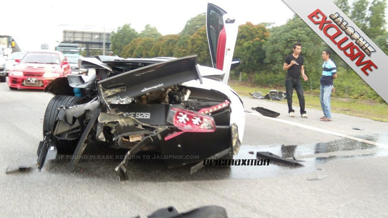 Illustration for article titled BMW crashes into Lamborghini: Before and after