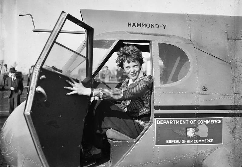 """Illustration for article titled """"No podemos aguantar mucho más"""": investigadores creen haber reconstruido las últimas transmisiones de Amelia Earhart"""