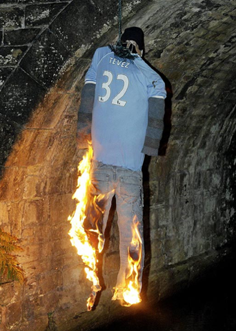 Illustration for article titled Now They're Burning Carlos Tevez In Effigy