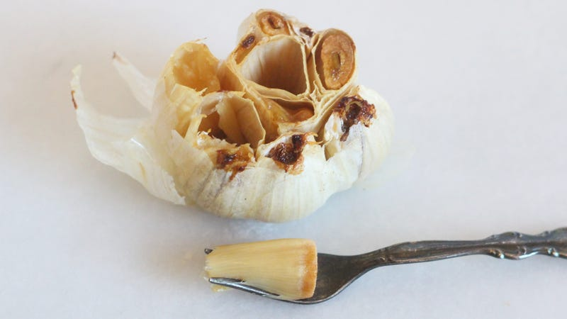 Illustration for article titled Easily Extract Roasted Garlic Cloves With This Tool