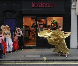 Illustration for article titled Golden Waves Wow Onlookers At London Shop