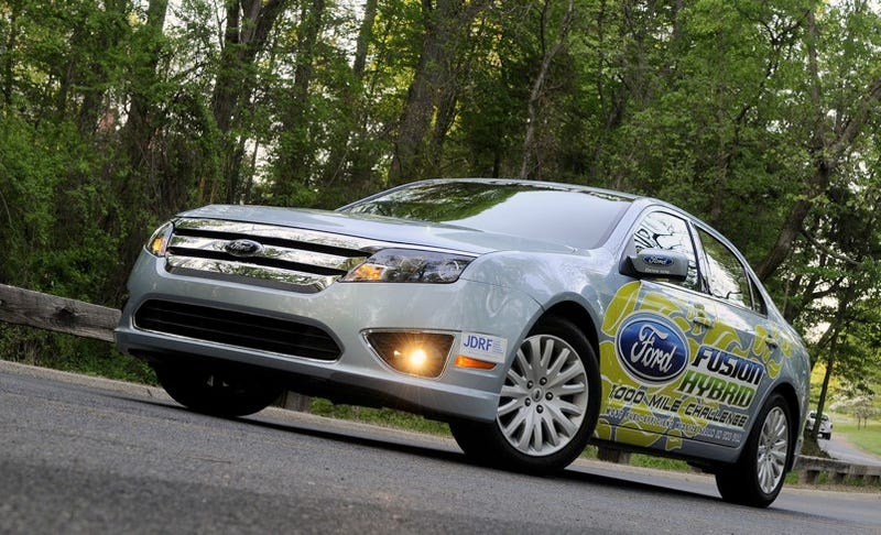 Illustration for article titled NASCAR Star Drives Ford Fusion Hybrid Slowly, Gets 1,445.7 Miles On Single Gas Tank