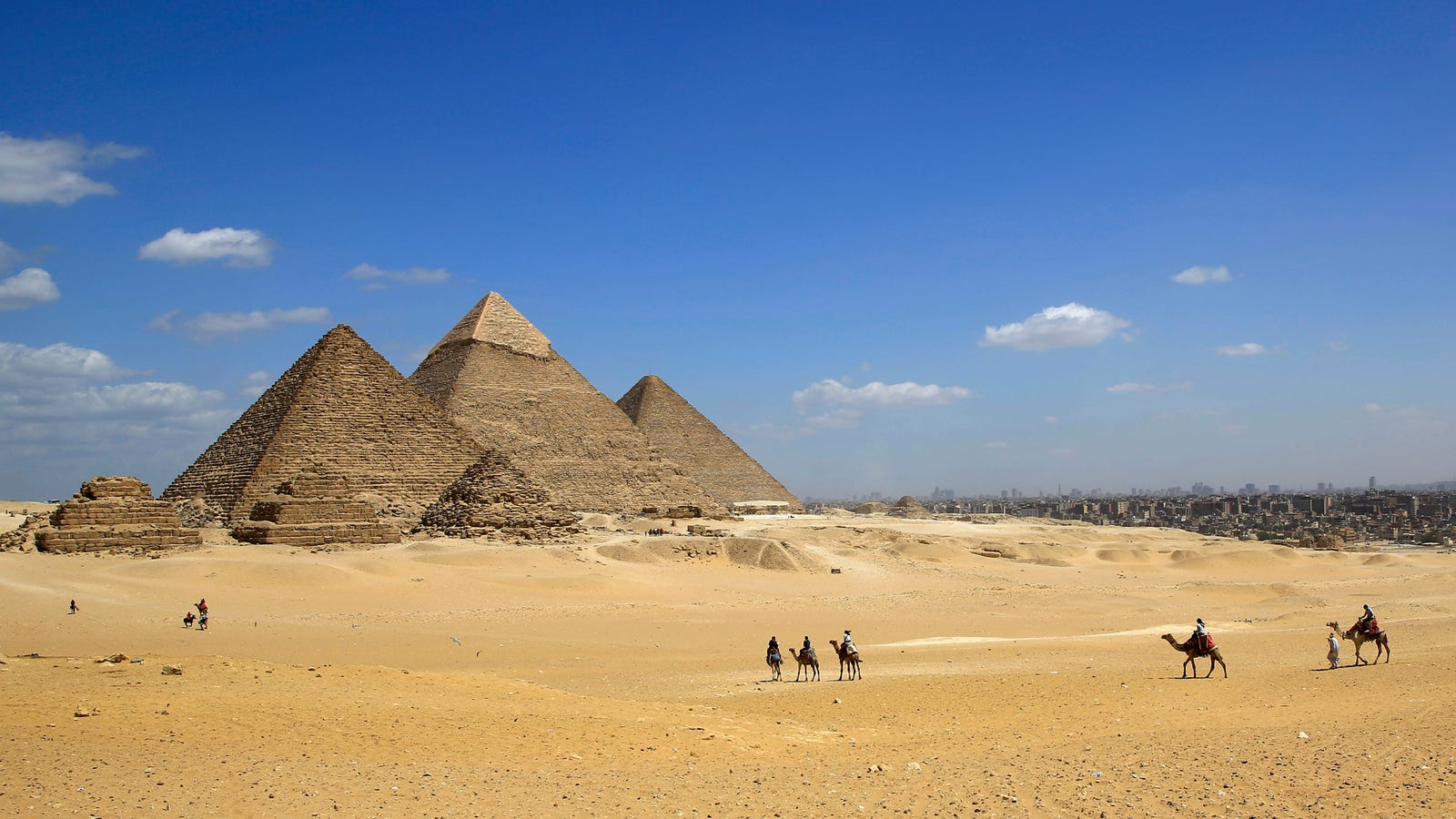 photo of Egyptian Officials Are Pissed About an Alleged Nude Photoshoot on the Great Pyramid image