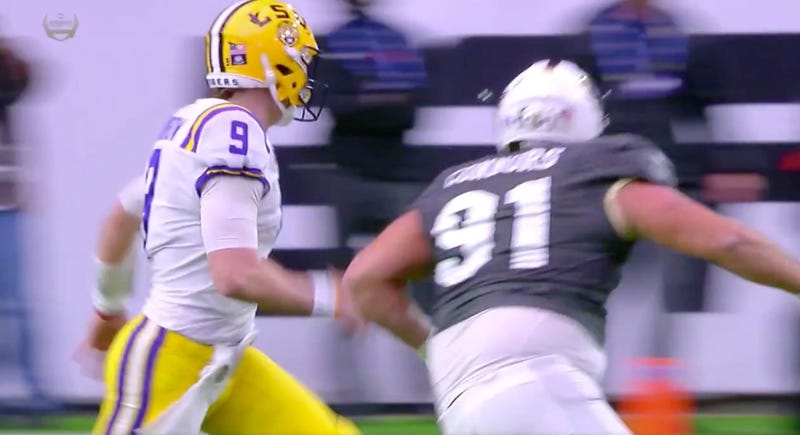 Illustration for article titled Things Went About As Poorly As Possible For LSU QB Joe Burrow On This Play