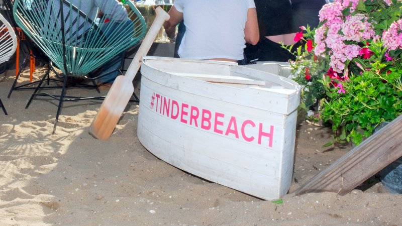 Another hashtagged Tinder event in Montauk. (Photo: Getty)