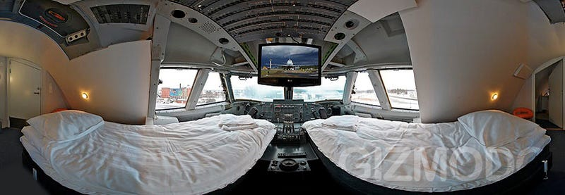 Illustration for article titled Sleep In a 747 Cockpit For $420
