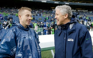 Illustration for article titled Pete Carroll And Macklemore Are BFFs And It's Totally Weird