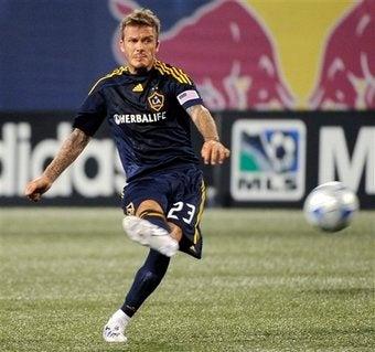 Illustration for article titled David Beckham Plays Soccer Like Your Dad