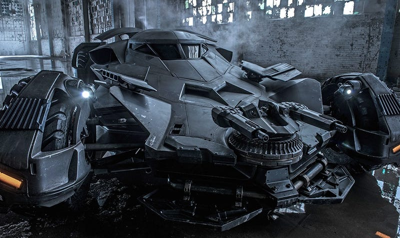 Illustration for article titled Nuevas imágenes revelan al detalle el Batmobile de Batman v Superman