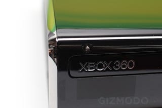 Illustration for article titled The New Xbox 360 in Person: So Glossy It Hurts