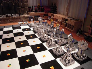 Illustration for article titled 100,000 LEGO Bricks Build One Hell of a Robotic Chess Set
