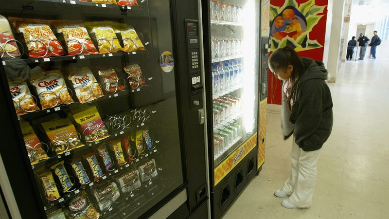 Illustration for article titled A half-minute wait for junk food is enough to change someone's vending machine pick