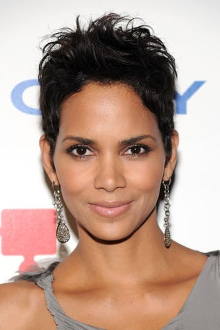 Illustration for article titled Did Halle Berry Nab Cover Of September Vogue?