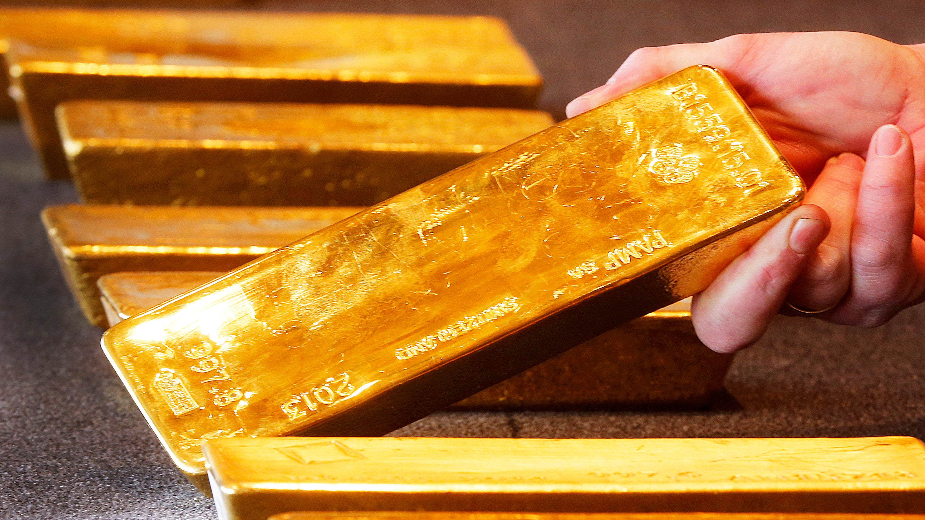Not the actual gold that was lost but can you imagine losing this shit? Photo Michael Probst (Associated Press) & Russian Plane Loses $378 Million In Gold After Door Breaks Upon Takeoff