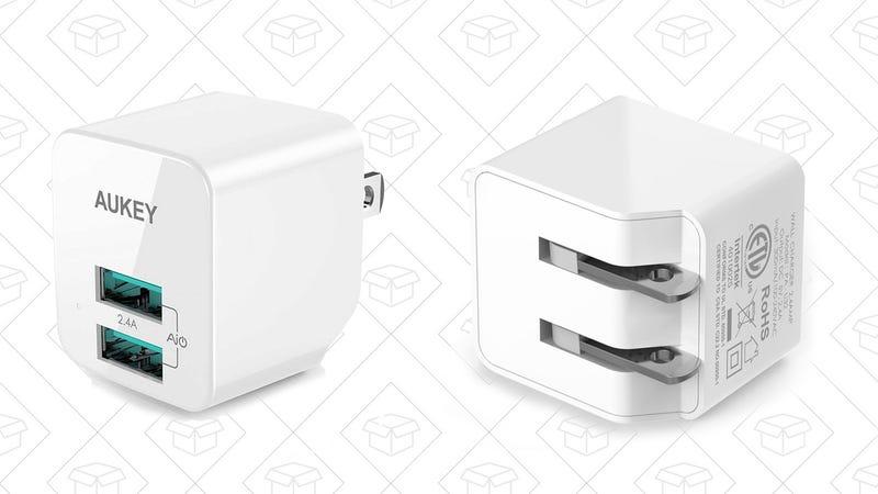 Cargador de pared Aukey con dos puertos USB | $6 | Amazon | Usa el código AUKEYA32Gráfico: Shep McAllister