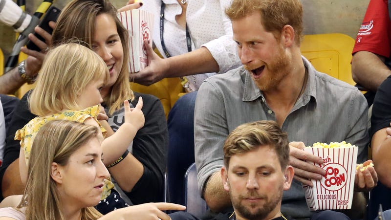 Little girl adorably steals Prince Harry's popcorn during the Invictus Games