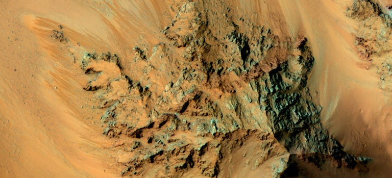Illustration for article titled These Martian Flows Could Be Caused By Seeping Water