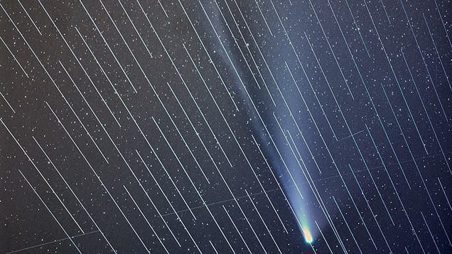 SpaceX Satellites Ruin Perfectly Good View of Comet NEOWISE