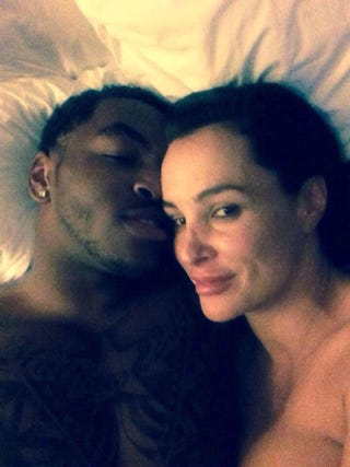 Illustration for article titled Notre Dame WR Takes Cute Selfie In Bed With Porn Star Lisa Ann
