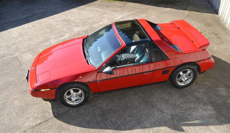 Illustration for article titled At $6,500, Does This 1988 Pontiac Fiero Have The Right Formula?