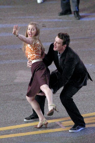 Illustration for article titled Jason Segel Sweeps Amy Adams Off Her Feet