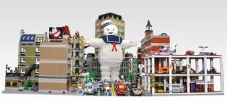 Illustration for article titled Gigantic Lego Stay Puft Marshmallow Man faces the Ghostbusters in NYC