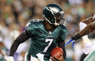 Illustration for article titled Michael Vick Is Starting For The Eagles Again