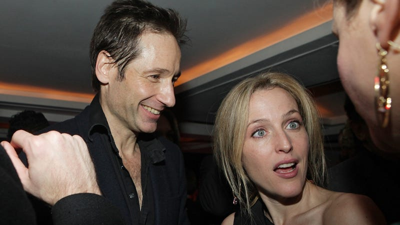 Illustration for article titled David Duchovny and Gillian Anderson Might Be 'Probing Each Other's Paranormal Phenomena,' If You Know What I Mean (I Mean Boning!)