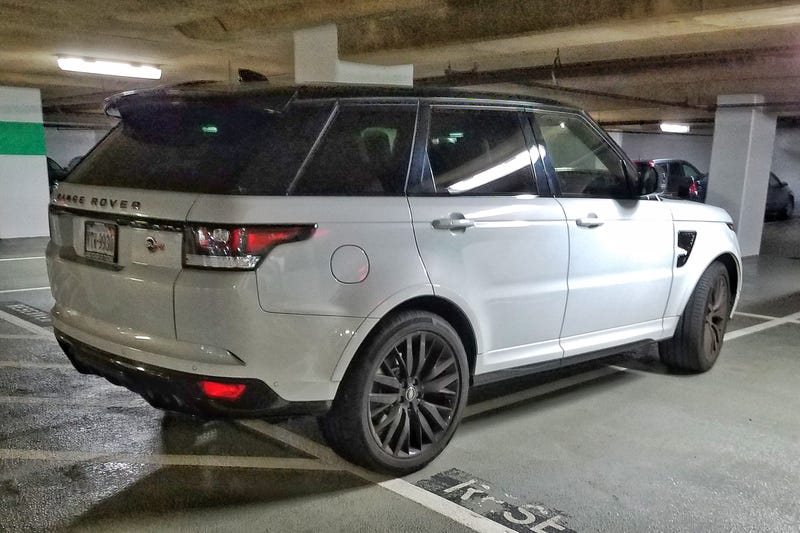 Illustration for article titled The Range Rover Sport SVR has magical parking superpowers