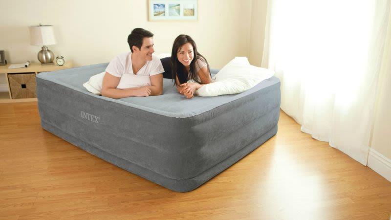 Colchón hinchable Intext Comfort Plush, $40