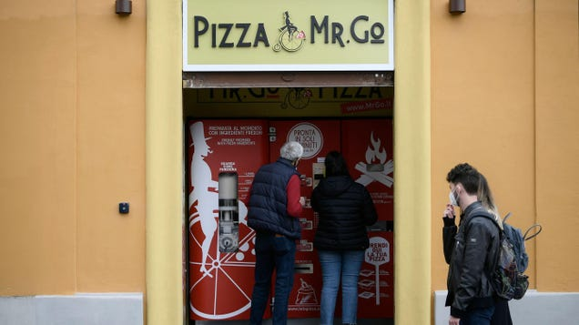 Critics Are Panning This New Pizza Vending Machine in Rome