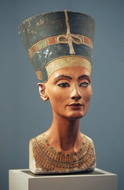 Illustration for article titled Nefertiti May Be A Fake • Copulating Corpses Cause Controversy