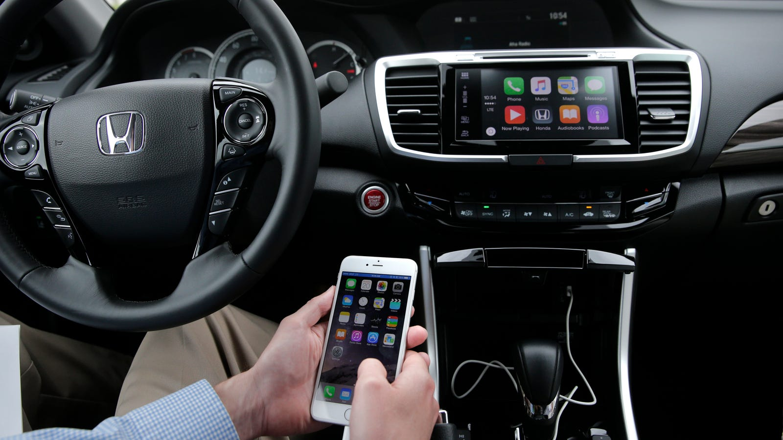 You 39 ll soon be able to use apple carplay without a cord for Honda apple play