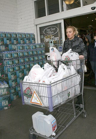 Illustration for article titled Lindsay Lohan Shops For Non-Alcoholic Supplies