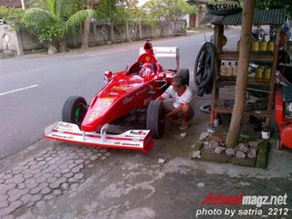 Illustration for article titled Man builds tiny street-legal Ferrari F1 car for $4000