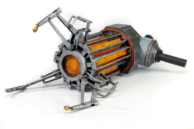 Illustration for article titled This Is What The Half-Life 2 Gravity Gun Replica Looks Like. Cool.