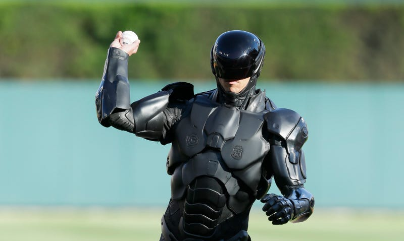 Illustration for article titled Watch RoboCop Throw A Pretty Terrible First Pitch