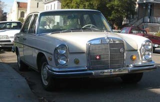 Illustration for article titled 1966 Mercedes-Benz 250S, With Bonus Benz Poll